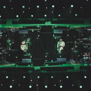 EABS na scenie. Zdjęcie z użyciem zwierciadlanego odbicia.