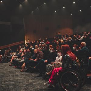 Publiczność w sali widowiskowej Oskardu.