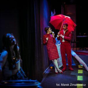 Scena ze spektaklu GALLERY OF MODERN heART Teatr PAPAHEMA