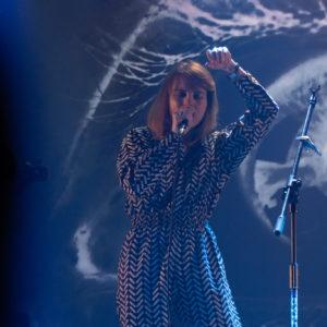 Na zdjęciu wokalistka zespołu Izzy And The Black Trees