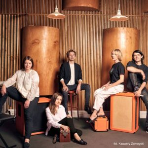 Na zdjęciu Mela Koteluk i zespół Kwadrofonik
