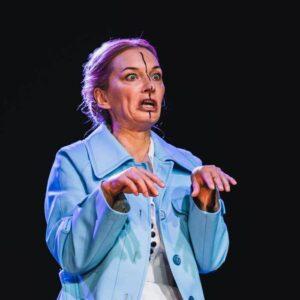 Na zdjęciu Agnieszka Przepiórska w spekltaklu Ginczanka