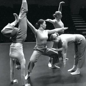 tancerki na scenie