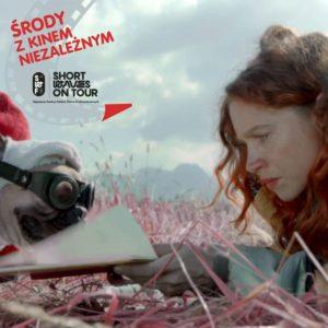 Kadr z filmu Green z logotypem Srody z Kinem Niezależnym